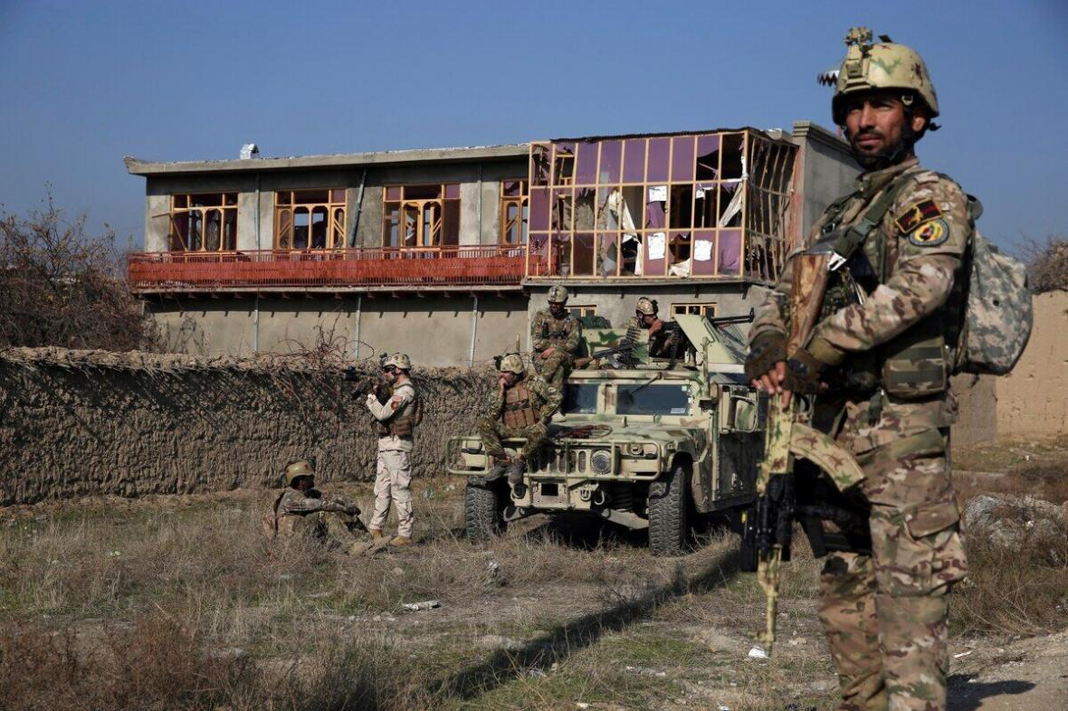 خبرنگاران کشته شدن 5 نفر در جریان حمله به پایگاه هوایی بگرام در افغانستان